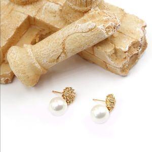 Ocean Fashion Jewelry - Golden crystal flower pearl earrings